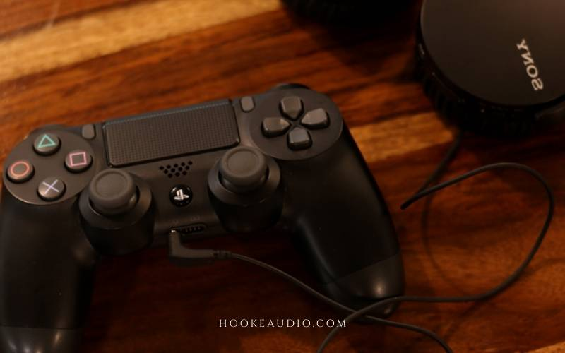 How to connect non-compatible wired headphones to PS4